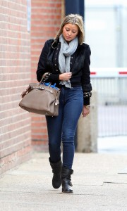 Холли Вэлэнс, фото 806. Holly Valance - Tight Jeans - Dance Studios in London 20-10-2011, foto 806