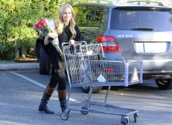 Джули Бенц, фото 1131. Julie Benz leaving the Bristol Farms Market in Beverly Hills, january 17, foto 1131