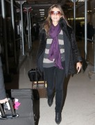 Элизабет Харли, фото 2312. Elizabeth Hurley arriving to Newark Airport in New Jersey, January 23, foto 2312