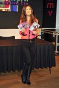 Виктория Джастис, фото 2306. Victoria Justice HMV Oxford Circus in London - February 22, 2012, foto 2306