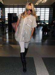 Памела Андерсон, фото 4970. Pamela Anderson makes her way through the LAX airport Los Angeles, february 28, foto 4970