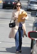Натали Портман, фото 5050. Natalie Portman leaves friend after lunch at a local eatery in Los Angeles,Feb29, foto 5050