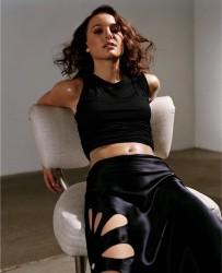 Natalie Portman Belly Post *Cameron Diaz wins Poll*