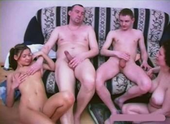 Две телочки и парень на диване вам